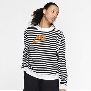 ✔️ NWT✔️ NIKE Sportswear striped crew top XL